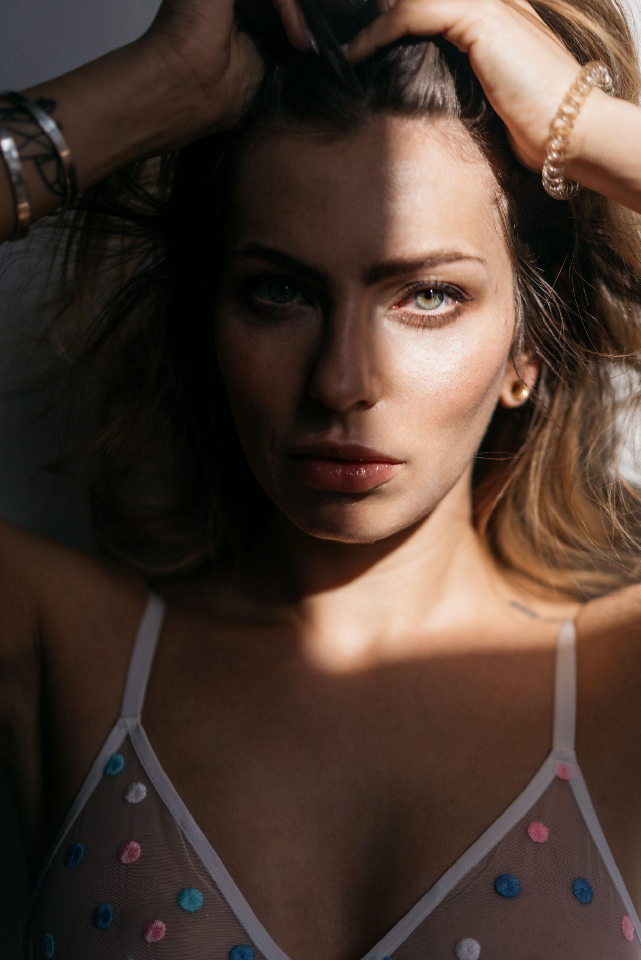 Masha Sedgwick | Portrait | Sonntagspost | Licht und Schatten | experimentelle Fotografie | Abtreibung | Schwangerschaftsabbruch | 219a