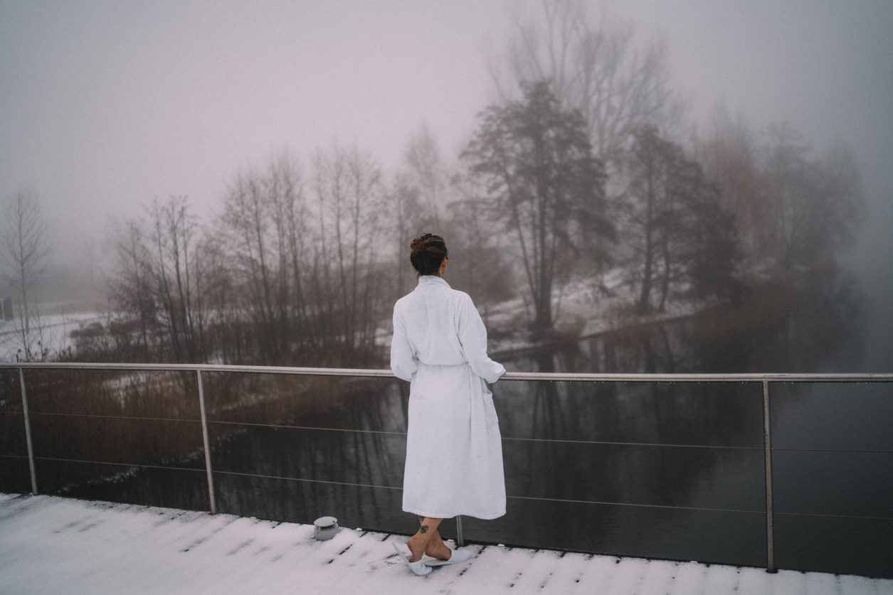 Spa in the Nature | Therme in Neuruppin | Mark Brandenburg Resort | Sauna | schwimmende Seesauna | Berlin | Floating Lake | Relaxation | Winter | moody, foggy