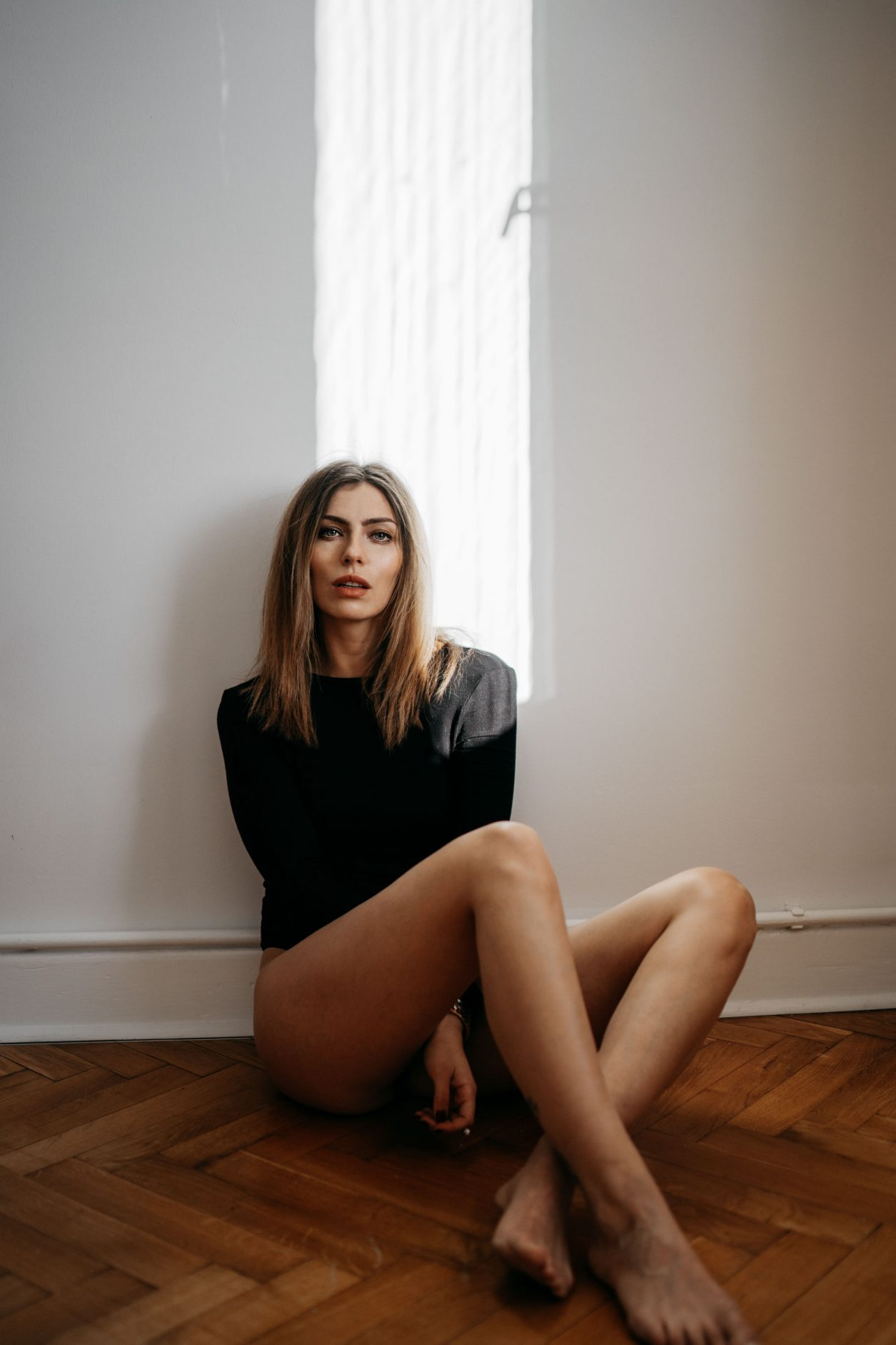 Masha Sedgwick | simple and clean editorial | studio | indoor | light | aesthetic