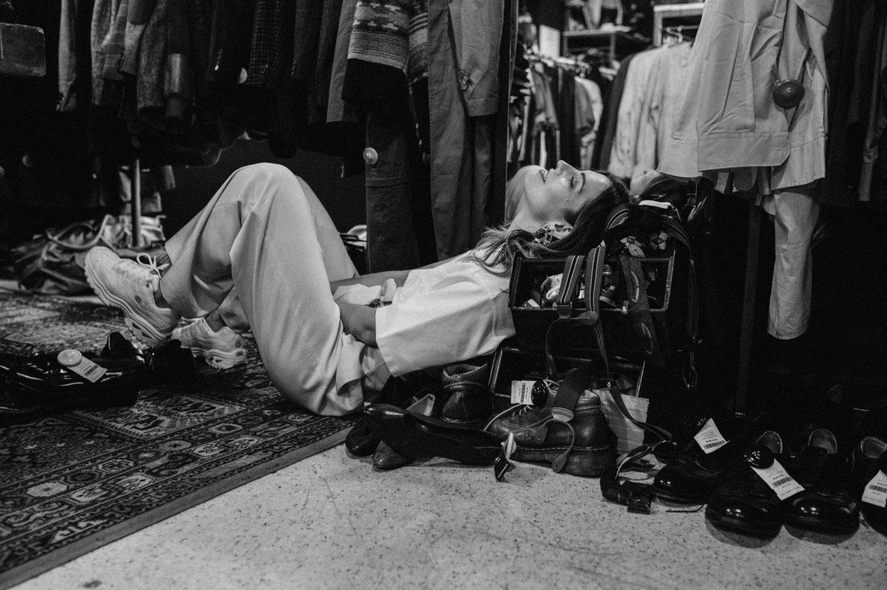 Fashion Editorial | Second Hand Store Pick n Weight in Berlin Mitte | Vintage | Übersättigung