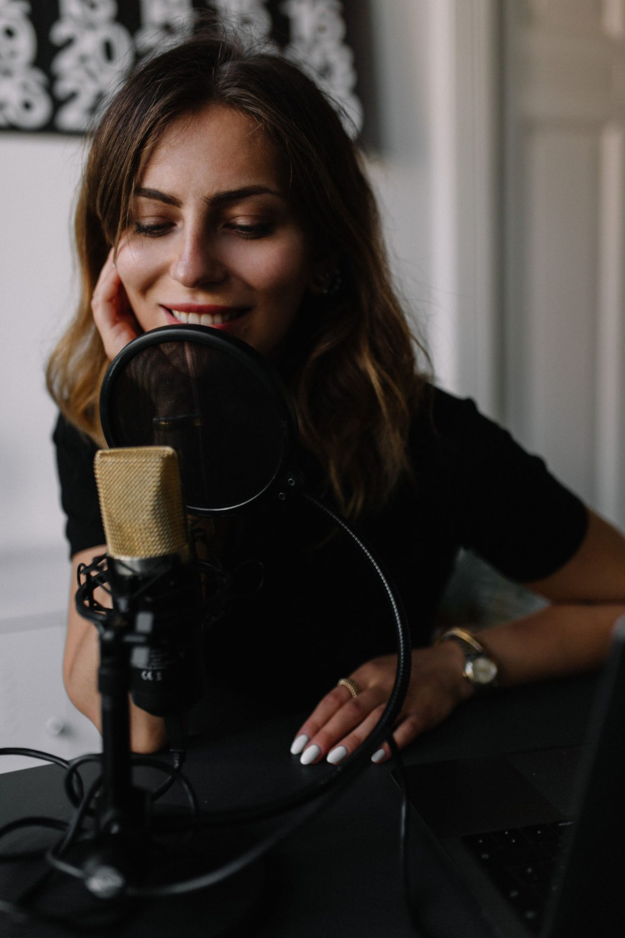 How to start a podcast -  tips by Masha Sedgwick, fashion blogger from Berlin, Germany. Woman with mike