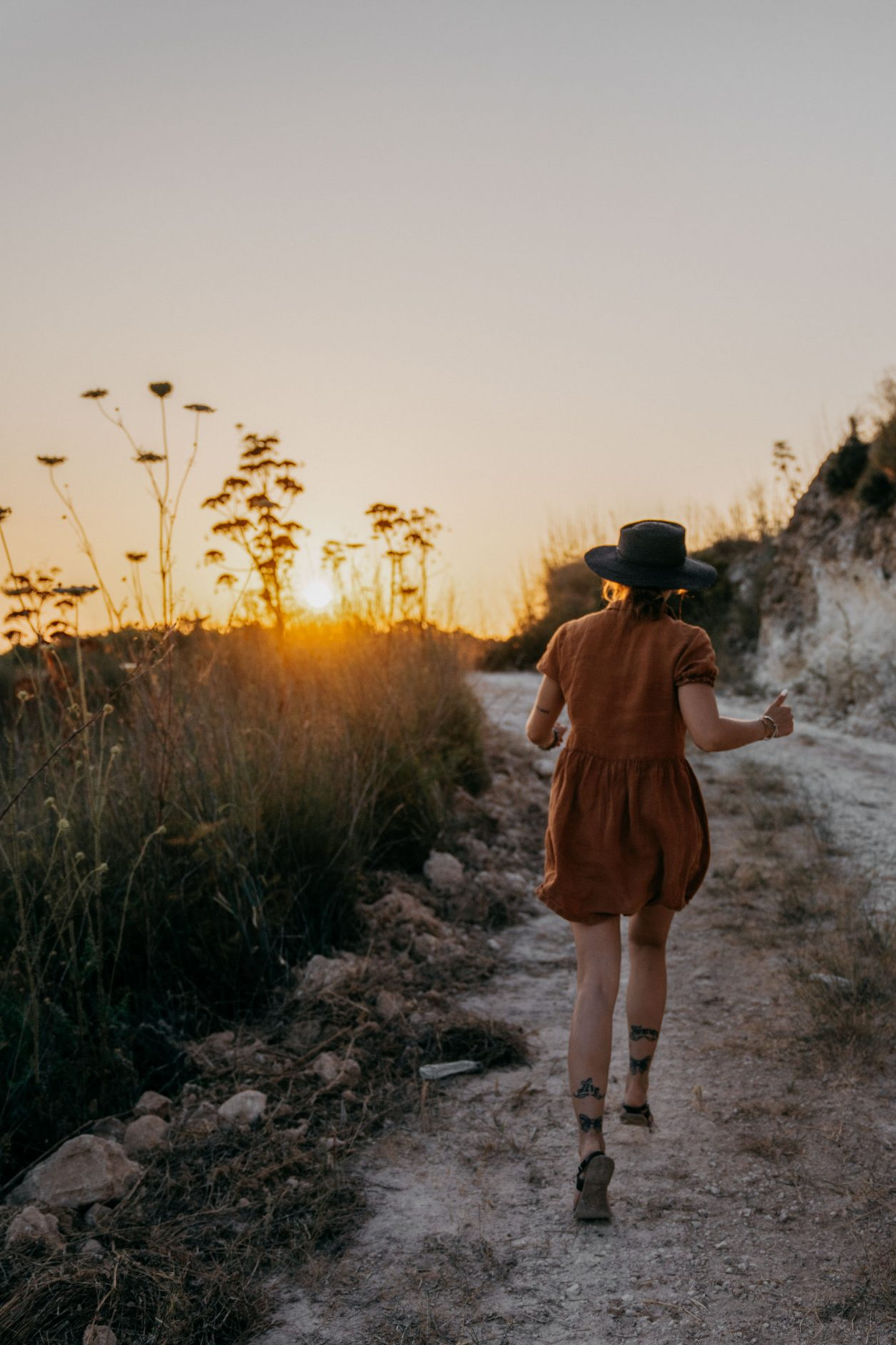 Walking on Sunshine | Fashion Editorial | Sonntagspost | Cyprus | column about consequence | Truth | personal thoughts | emotional summer vibes | sunset | 35mm