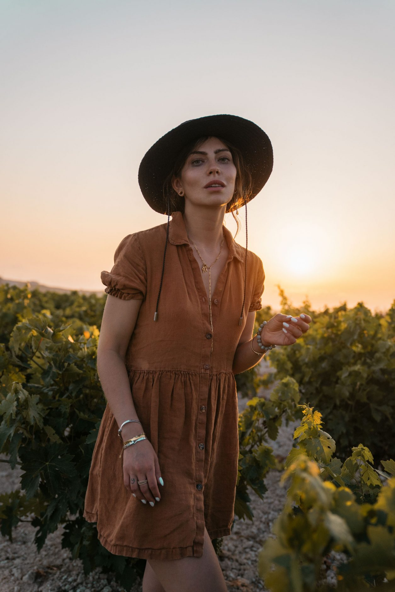 Walking on Sunshine |Fashion Editorial | Sonntagspost | Cyprus | column about consequence | Truth | personal thoughts | emotional summer vibes | sunset | 35mm