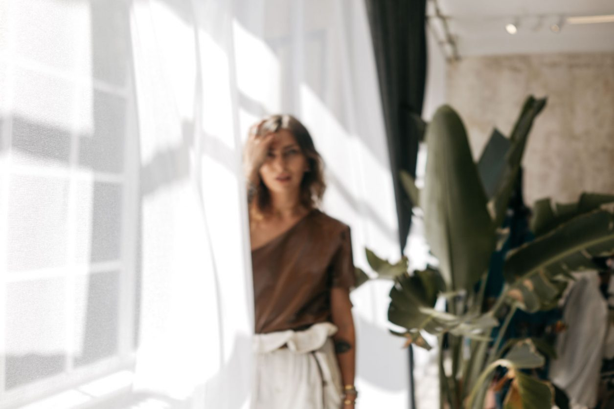 Masha Sedgwick | Freunde von Freunden Apartment Berlin Kreuzberg | Fashion Shooting | Summer | Indoor Location | Light and Shadow Aesthetic
