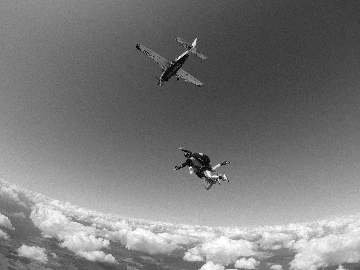 Fallschirmspringen in Berlin-Brandenburg | Sommer | Masha Sedgwick