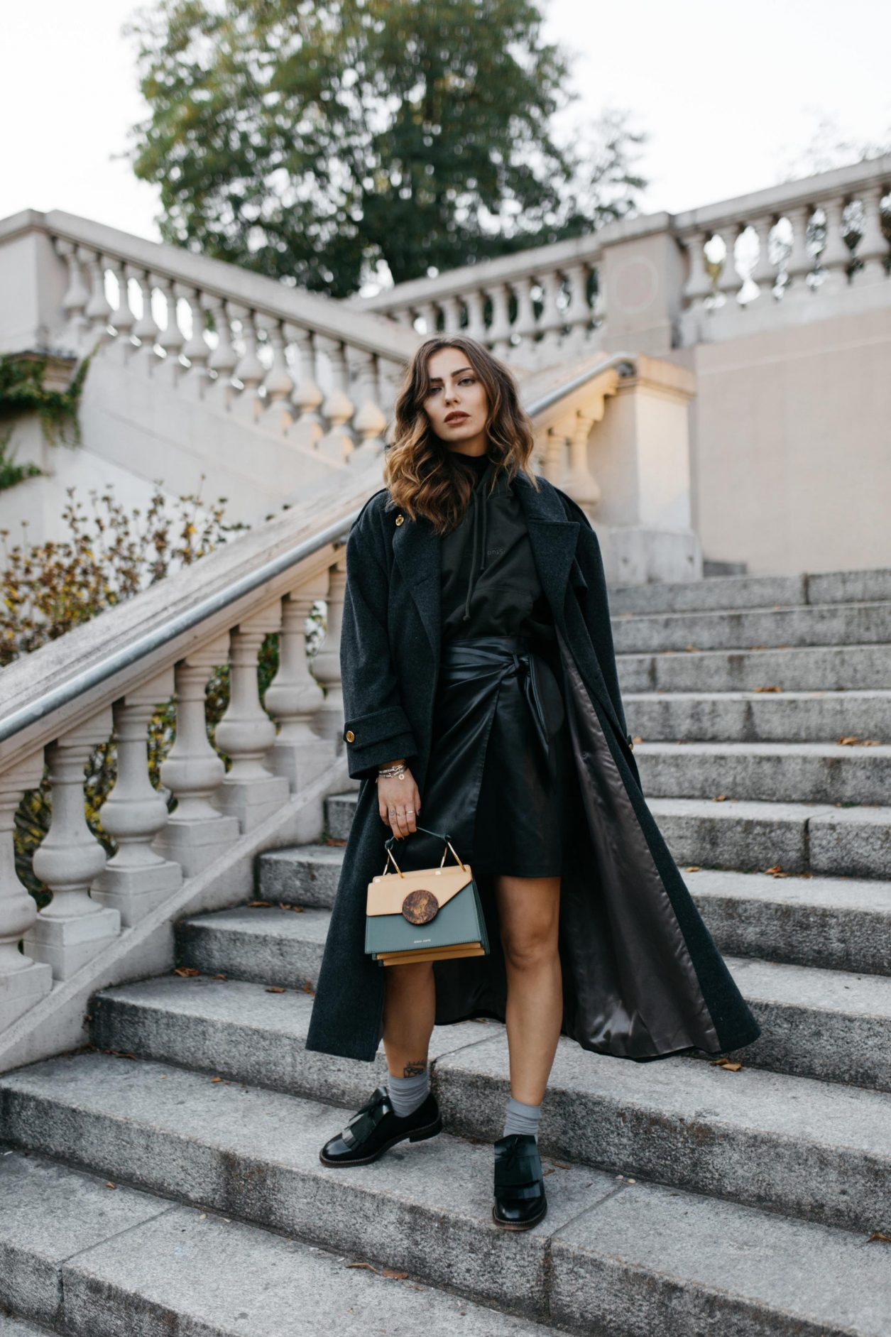 Streetstyle by Masha Sedgwick | All green fall outfit wearing Leather Skirt: Nanushka Hoody: Acne Studios Loafer: Marni Coat: Céline (vintage) Bag: Danse Lente Lipstick: Shiseido Nail polish: Nailberry