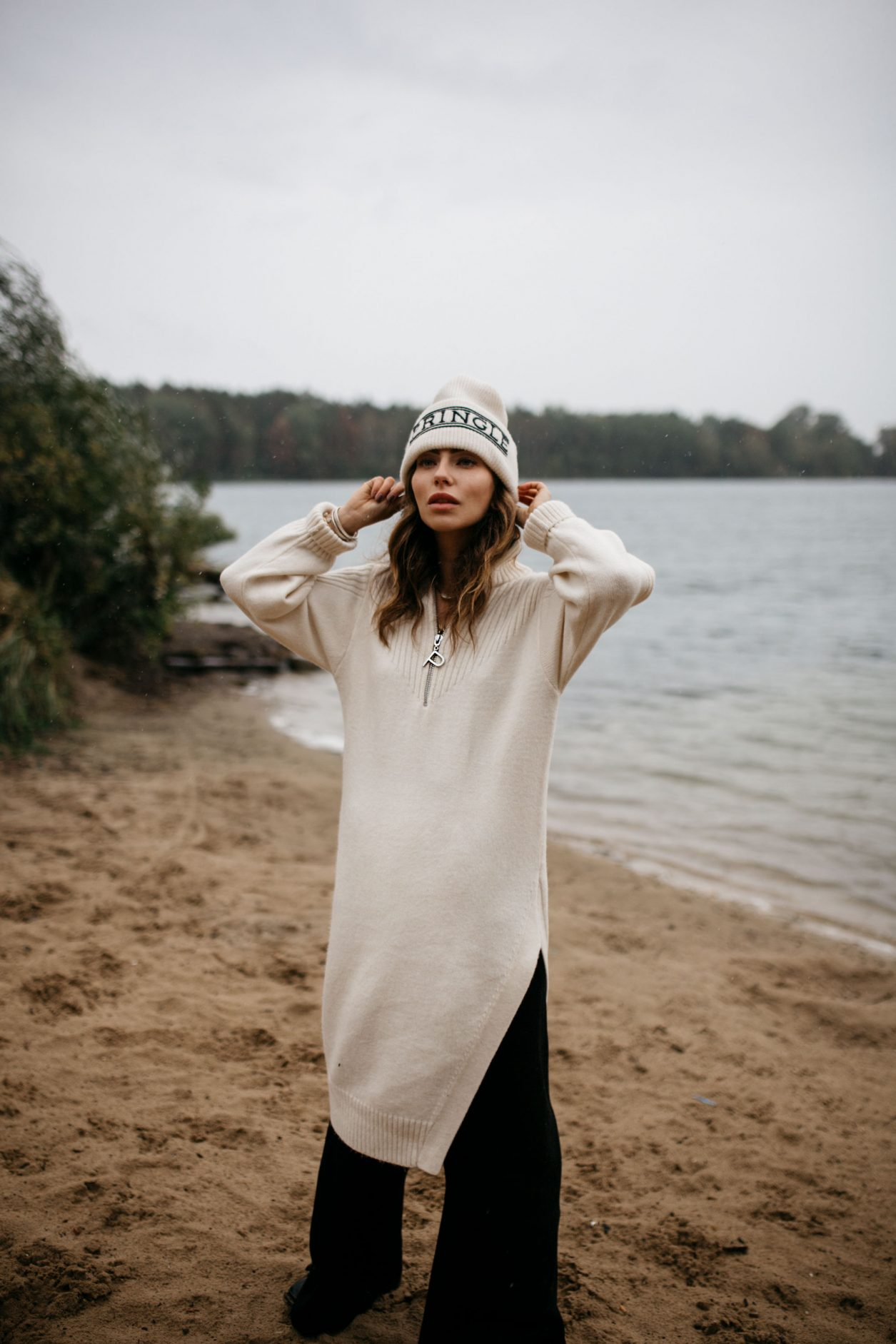 H&M x Pringle of Scotland | Design Kollektion | 2019 | Herbst Winter | Editorial Shooting by Berlin based Fashion Blogger Masha Sedgwick | Flughafen See Tegel | style: moody, comfy, clean