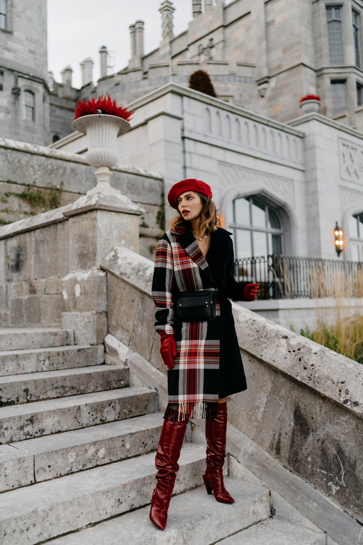 Streetstyle by Masha Sedgwick | Fashion and beauty blogger from Berlin, Germany | Everyday fashion, fall winter 2019 outfit ideas, fashion inspiration, styling tip: checked red with blue, minimalistic chic Parisienne, effortless cool, top autumn outfit | Travel outfit, Scandinavian architecture, Ader Manor Hotel