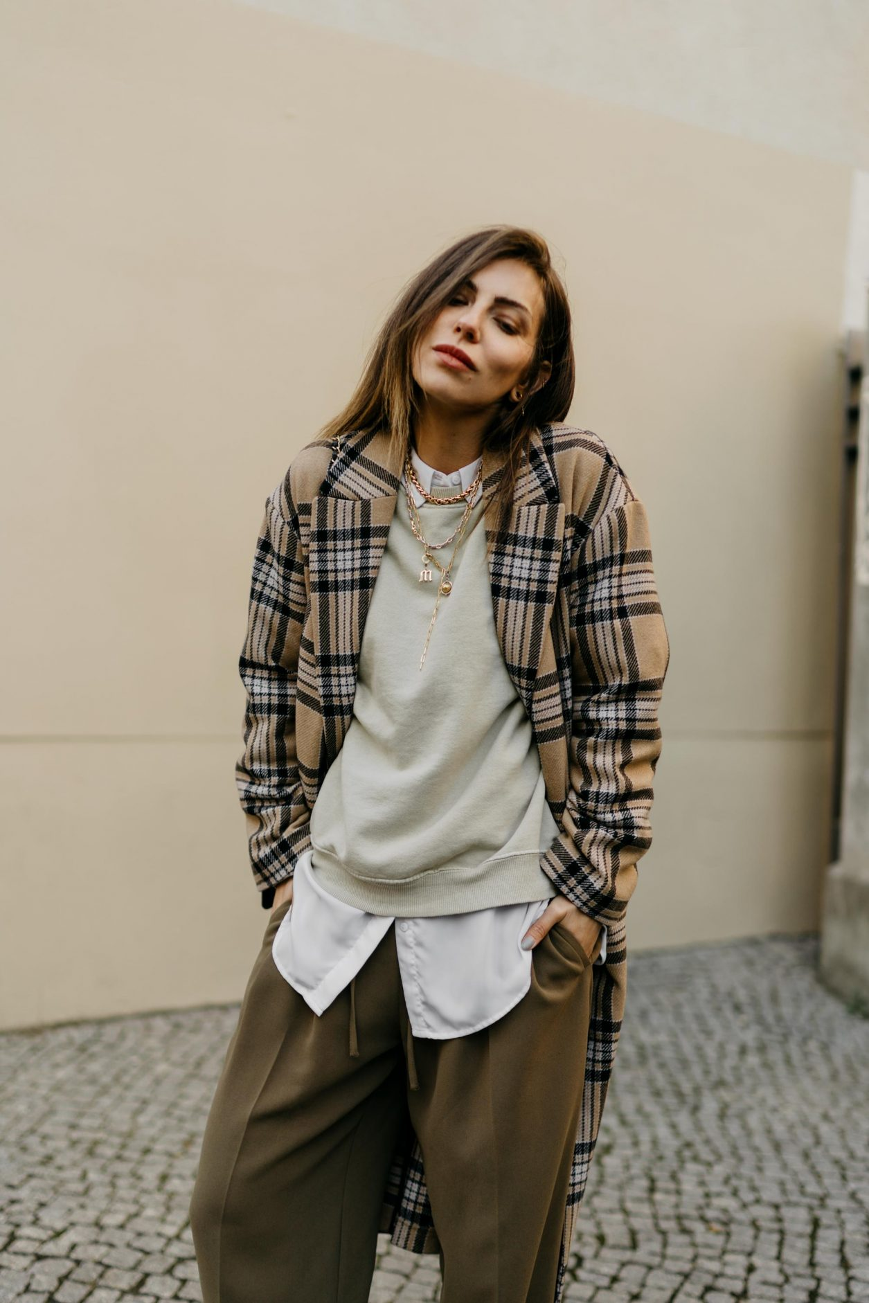 Streetstyle by Masha Sedgwick | Fashion and beauty blogger from Berlin, Germany | Everyday outfit inspiration, feminine casual ootd, cozy spring outfit | Wearing SET fashion beige black checked wool coat, sage green oversized sweatshirt by Topshop, brown wide jogging pants by Topshop, white oversized blouse by SET fashion, black vintage Chanel shoulder bag, golden necklaces