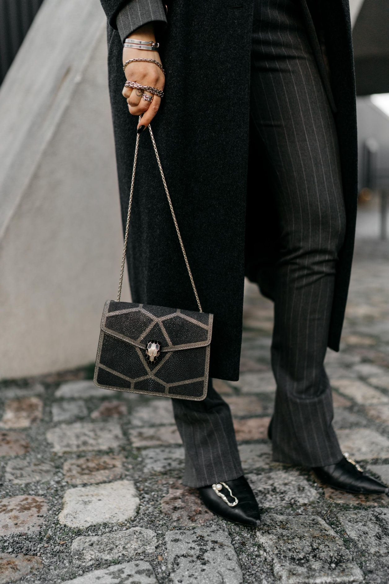 Streetstyle by Masha Sedgwick | Fashion blogger from Berlin | Everyday business outfit ideas, business chic, high end, tomboy style | Wearing grey checked Mango suit, dark grey vintage Celine coat, black leather booties by Flattered, glitter mini bag by Bulgari