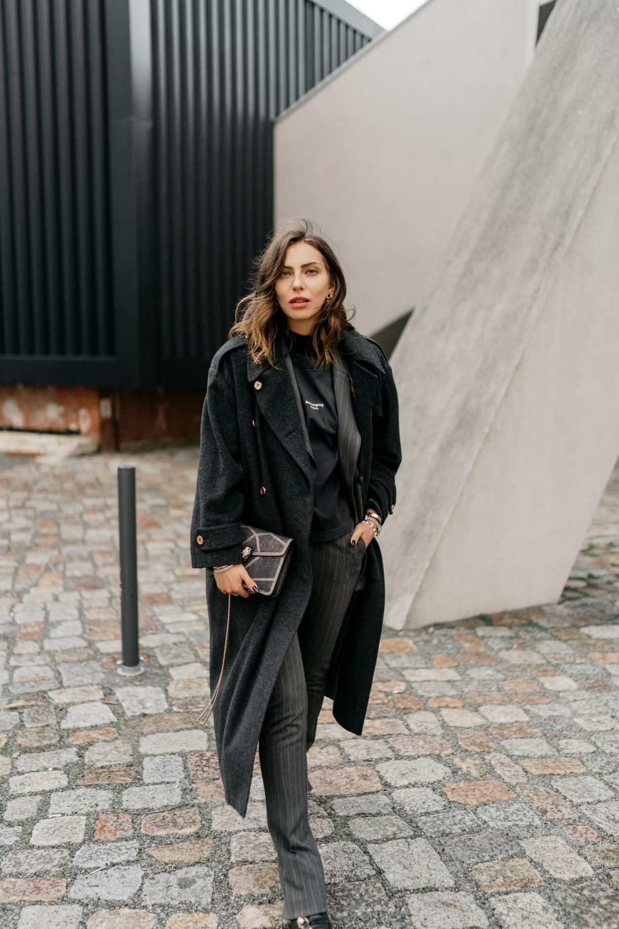 Streetstyle by Masha Sedgwick | Fashion blogger from Berlin | Everyday business outfit ideas, business chic, high end, tomboy style | Wearing grey checked Mango suit, dark grey vintage Celine coat, black leather booties by Flattered, basic logo tee by Acne Studios, glitter mini bag by Bulgari