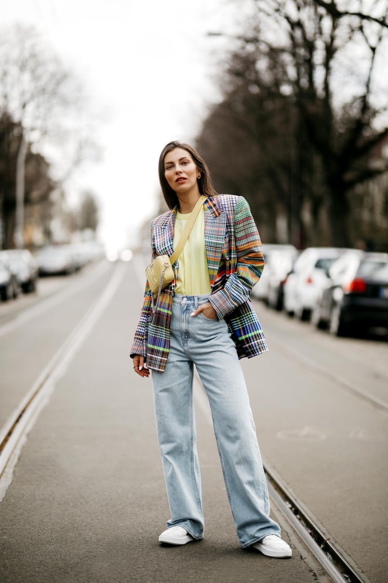 Spring Summer 2021 Streetstyle outfit by fashion blogger from Berlin, Germany | Styling ideas for multicolored checked Proenza Schouler blazer with neon yellow Frankie Shop t-shirt, crossbody yellow WEAT bag, loose fit light blue Levi's jeans, white sneaker loafer from Copenhagen Studios #berlinfashionblogger #ss21 #streetstyle #stylinginspo #ootd